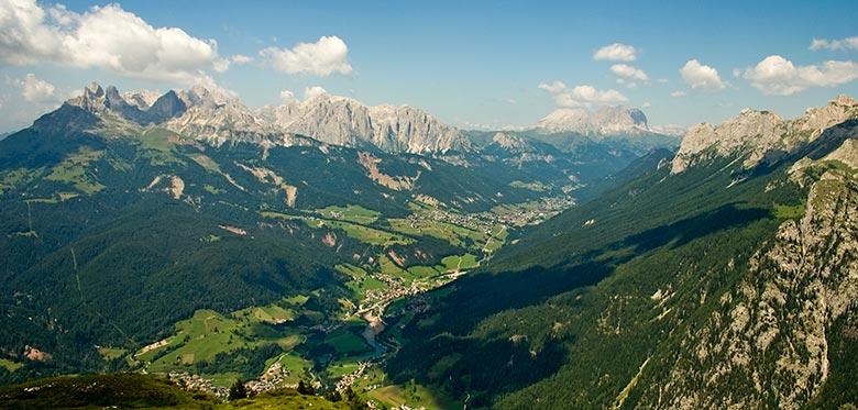 L'intera vallata vista dal Doss de mezdì - Moena (ph. Marcello Chiocchetti)