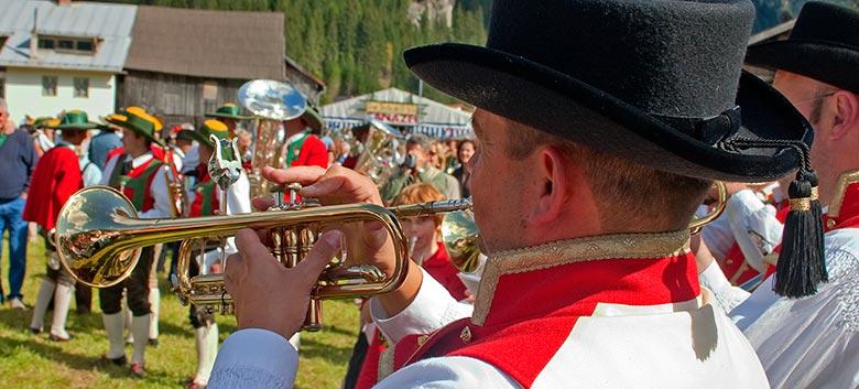 Folklore e musica alla Gran Festa d'istà di Canazei (ph. Marcello Chiocchetti)